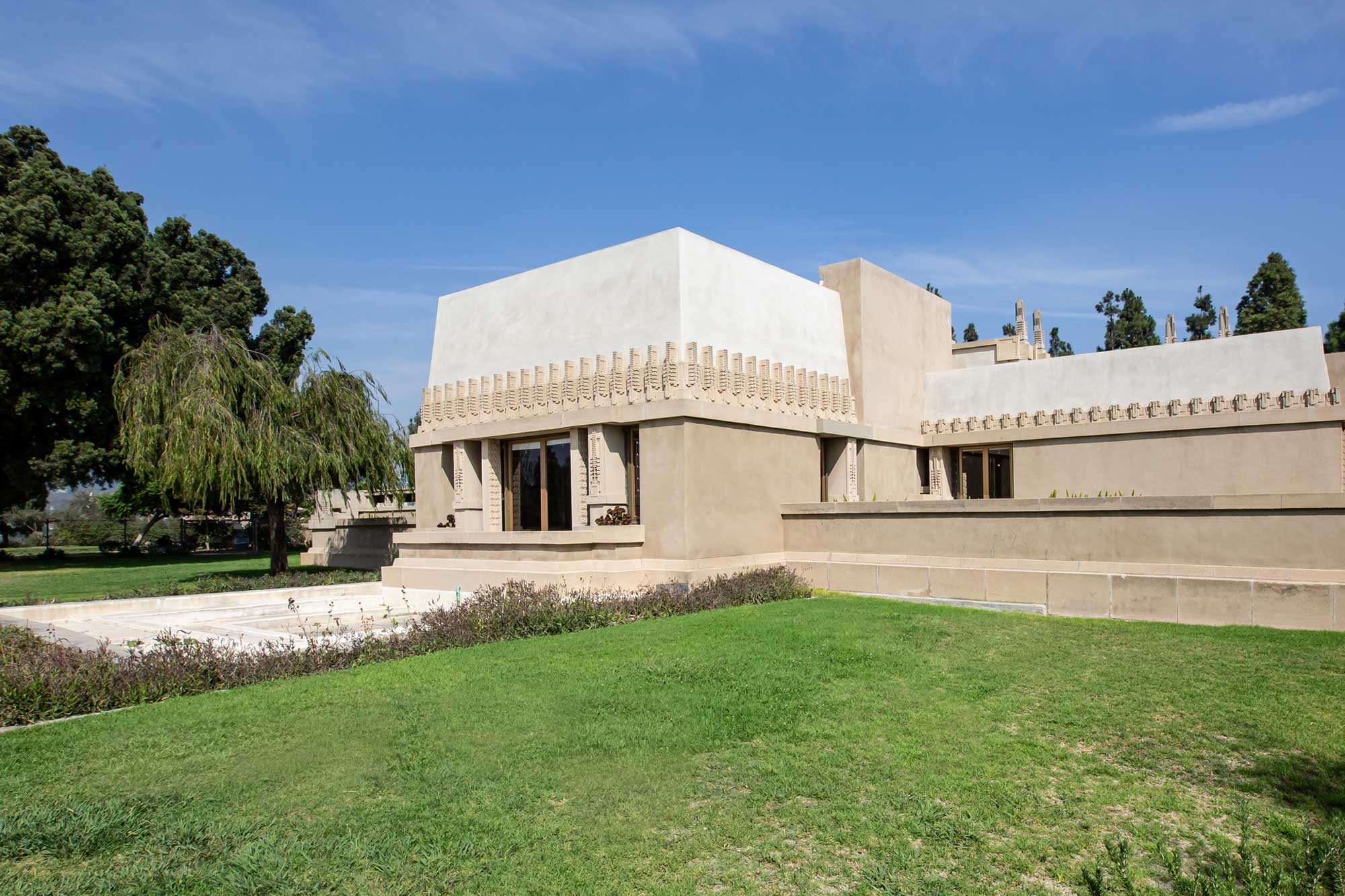 Hollyhock House, Barnsdal Art Park